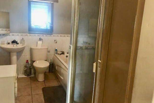 Bathroom, Flat 1, 4A Queich Place