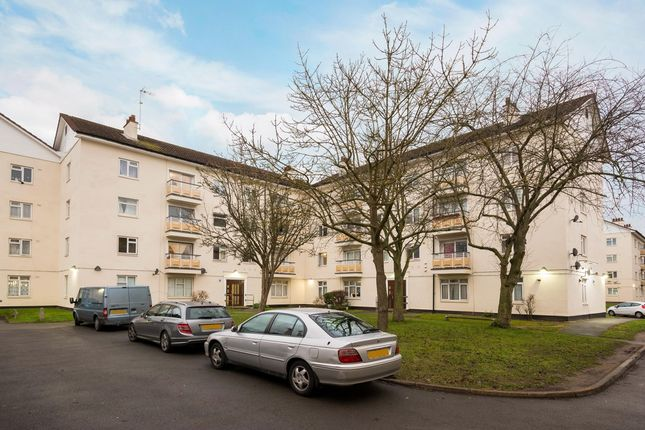 Flat for sale in Kingsnympton Park, Kingston Upon Thames