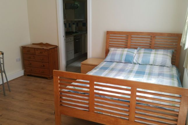 Thumbnail Studio to rent in The Croft, Wembley