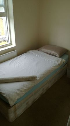 Thumbnail Room to rent in R2, 2A Ellesmere, London