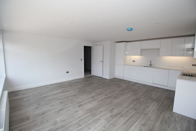 2 bed flat for sale in High Street, Alton, Hampshire GU34