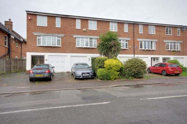 Thumbnail Town house for sale in Hoppers Road, Winchmore Hill