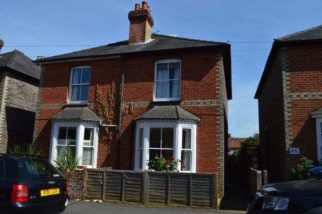 Thumbnail Maisonette to rent in George Road, Godalming