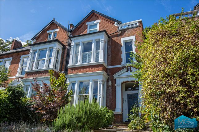 Flat for sale in Crouch End, London