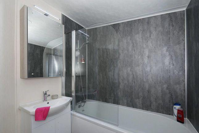 Superior-Deluxe-Bath-1181x787