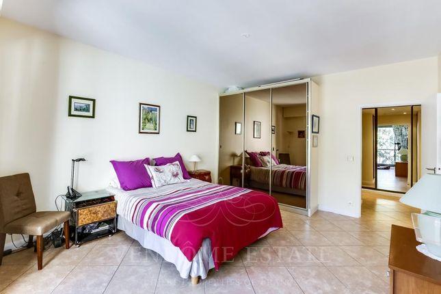 Bedroom of 75007 Paris, France