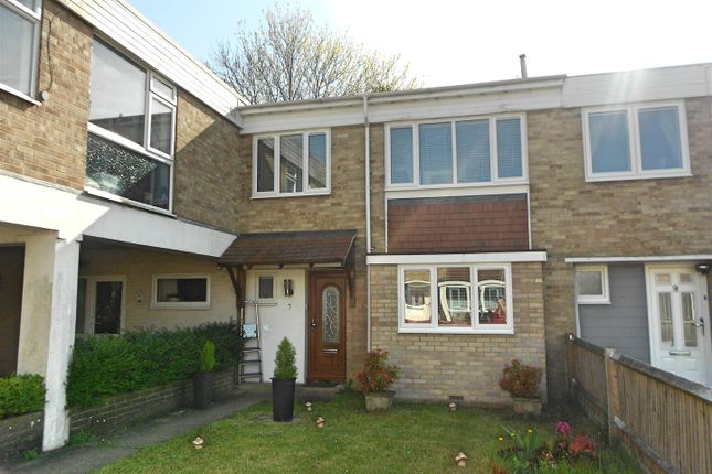 Thumbnail Property to rent in Crisspyn Close, Horndean, Waterlooville