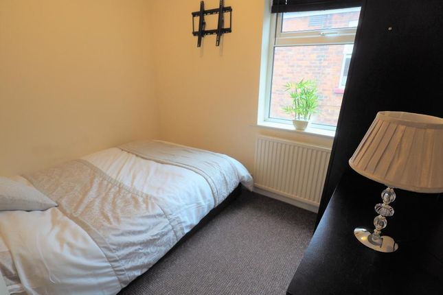 Room to rent in Spring Bank West, Hull