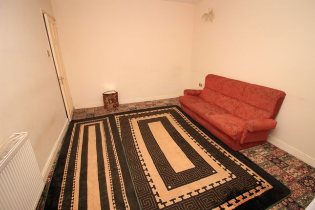 Thumbnail Semi-detached house to rent in Walnut Tree Road, Hounslow