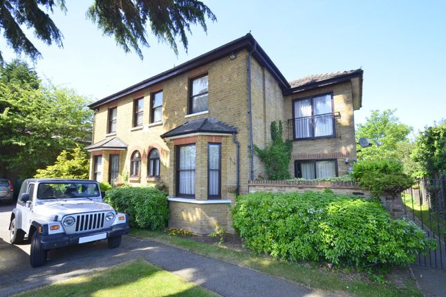 Flat to rent in Staines Road East, Sunbury-On-Thames