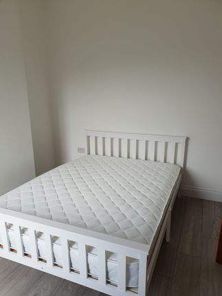 Thumbnail Flat to rent in Griffin Road, London