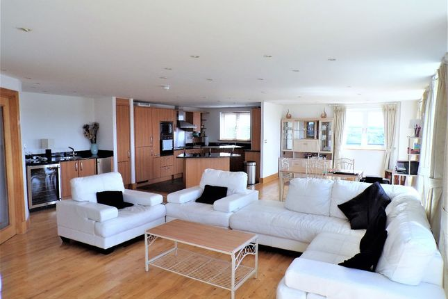 Thumbnail Flat to rent in Luscinia View, Napier Road, Reading