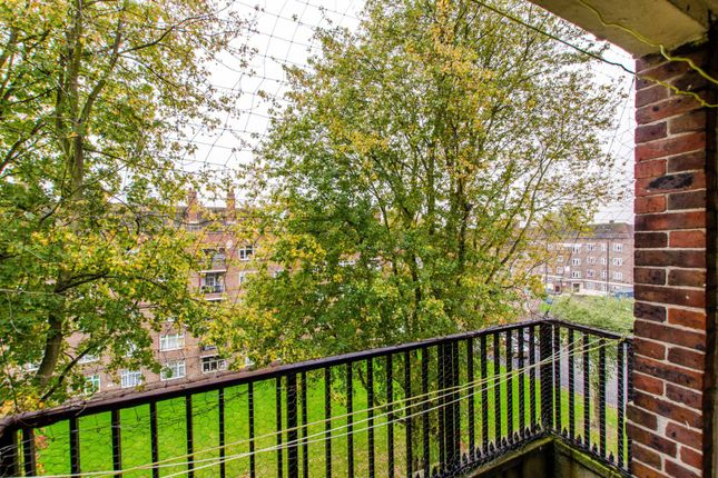 Thumbnail Flat for sale in Tulse Hill, Brixton