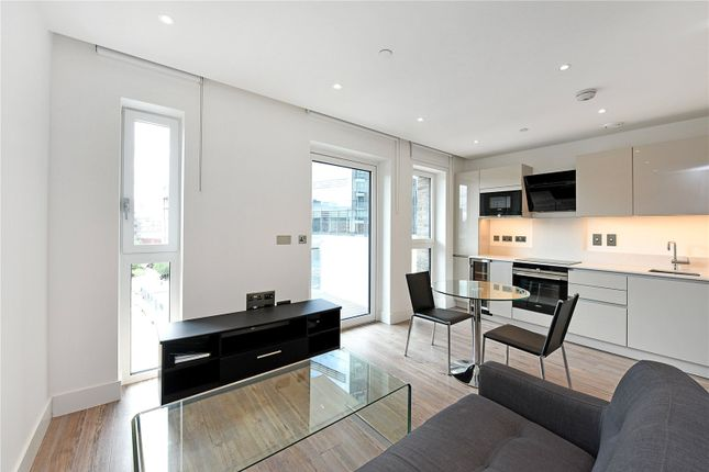 Studio to rent in Wiverton Tower, 4 New Drum Street, London E1