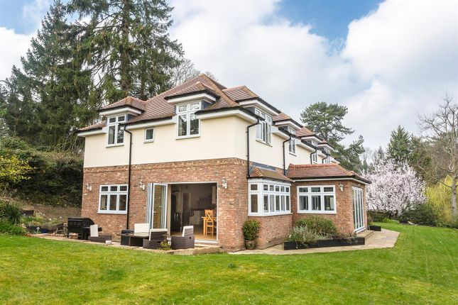 Thumbnail Detached house for sale in Hollymeoak Road, Coulsdon