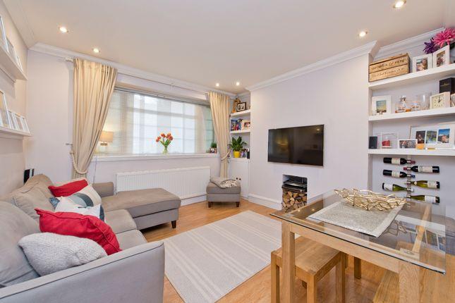 2 bed flat for sale in Poynders Road, London