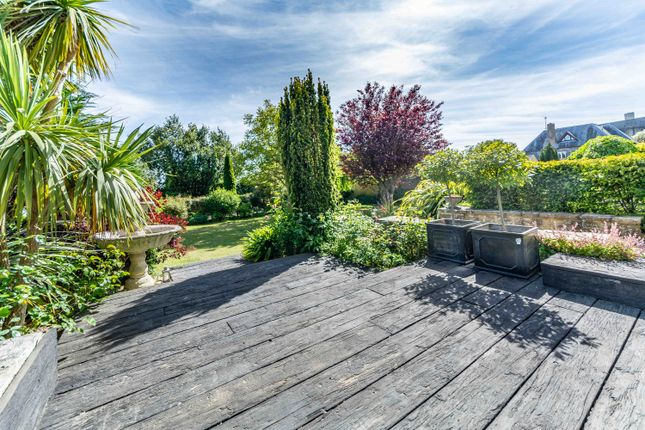 Private Terrace of London Road, Arundel BN18