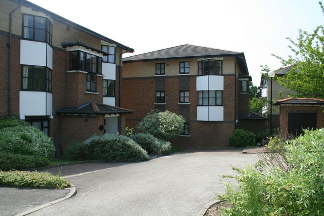 Thumbnail Flat to rent in Halley Garden, Lewisham