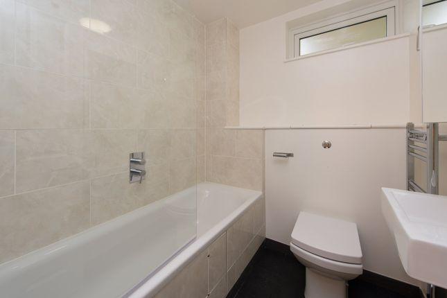 Hilldrop Crescent, London, N7 0Hx - Bathroom