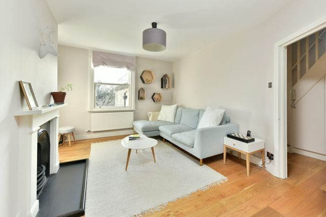 2 bed flat for sale in Cardozo Road, London