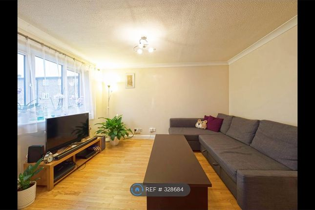 Thumbnail Flat to rent in Queens Drive, Abbots Langley