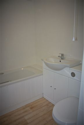 Bathroom of Wellington Cottages, Lowestoft NR32