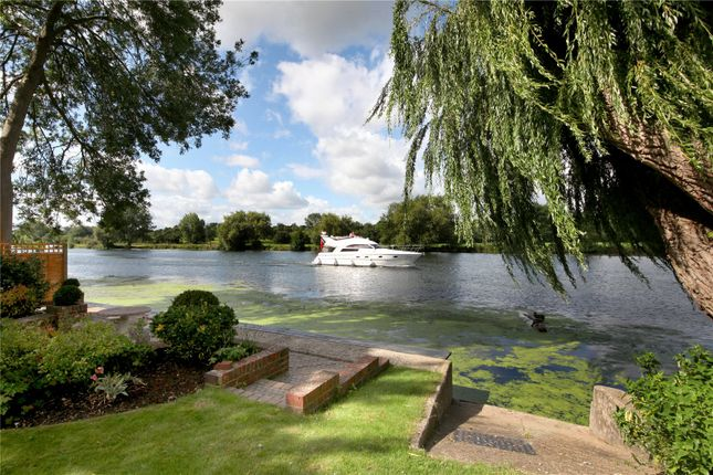 Thumbnail Property for sale in Riversdale, Bourne End, Buckinghamshire
