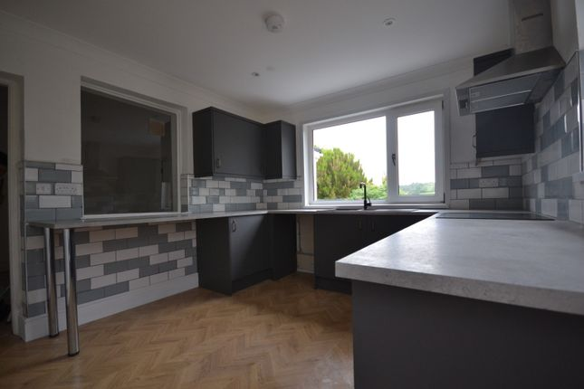 3 bed semi-detached house to rent in Heol Bryngwili, Cross Hands, Llanelli, Carmarthenshire SA14