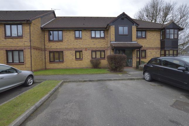 Thumbnail Flat to rent in Holland Close, Romford