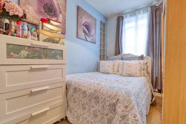 Bedroom of King Street, Royston SG8