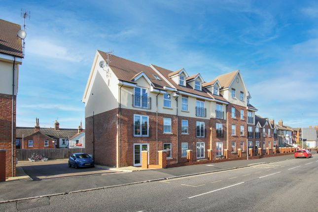 2 bed flat to rent in Main Road, Dovercourt, Harwich CO12