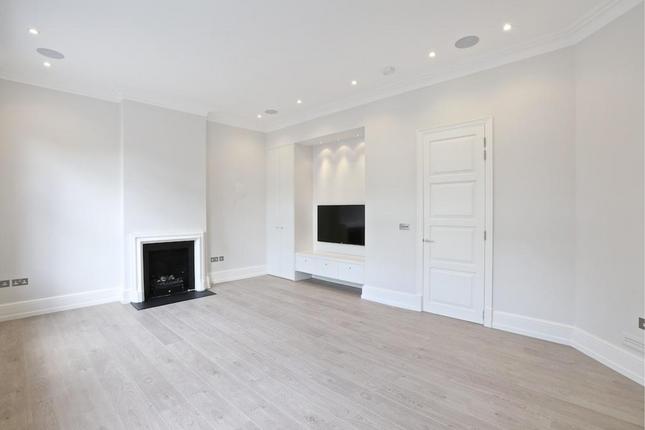 2 bed flat for sale in Kings Road, London SW3