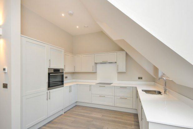 3 bed flat to rent in Riddlesdown Road, Purley CR8