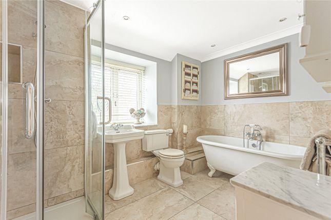 Bathroom of Northcourt Avenue, Reading, Berkshire RG2