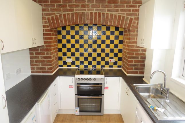 2 bed flat to rent in Eastern Avenue, Monkton Park, Chippenham SN15
