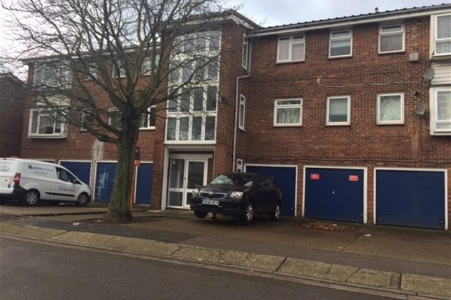 1 bed flat to rent in Whernside Close, London