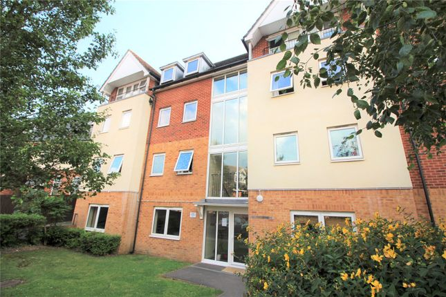 2 bed flat to rent in Bastins Close, Park Gate, Southampton SO31