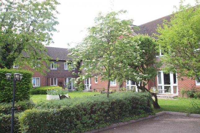 Thumbnail Property for sale in Haddenhurst Court, Binfield