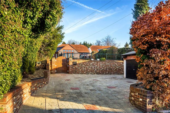 Thumbnail Detached house for sale in Hook Hill, South Croydon