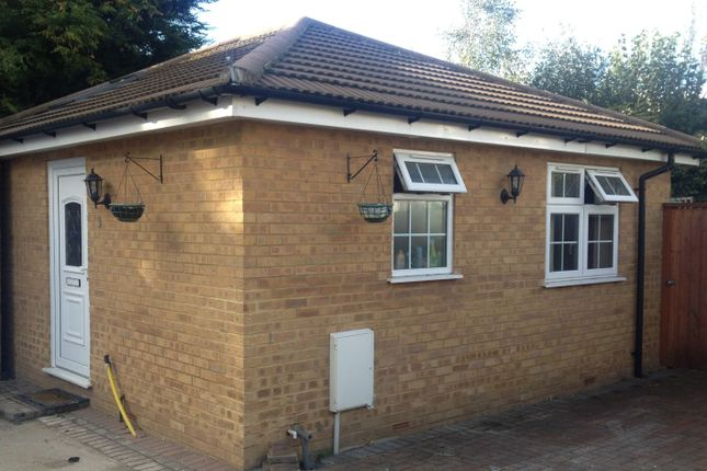 Thumbnail Bungalow to rent in Spring Grove Road, Isleworth