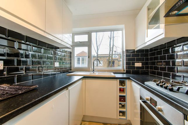 Maisonette to rent in Park Court, Wembley