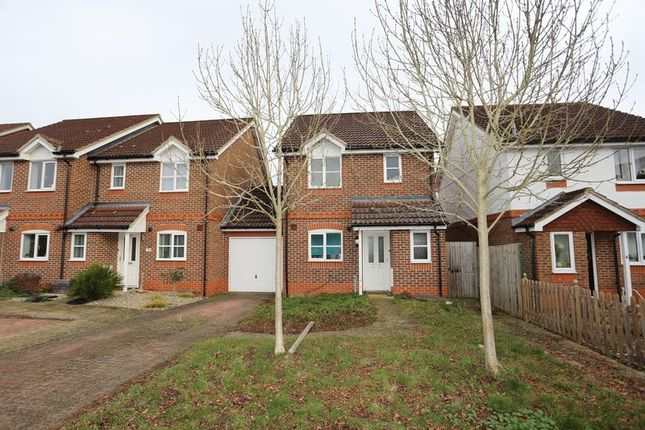 Thumbnail Property to rent in Coniston Close, Woodley, Reading