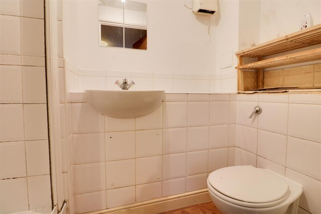 En-Suite Opt 1 of Kingfisher Heights, Hogg Lane, Grays RM17