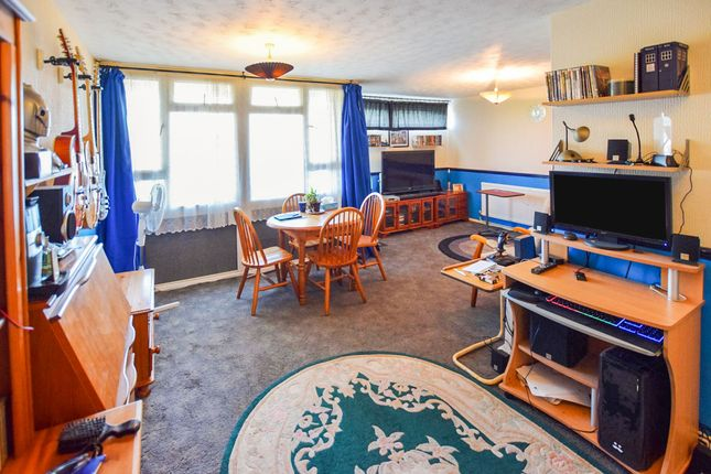 Thumbnail Flat for sale in Spinning Wheel Mead, Harlow