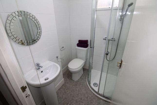 2 May Street 8 Bedroom House Shower Room 1