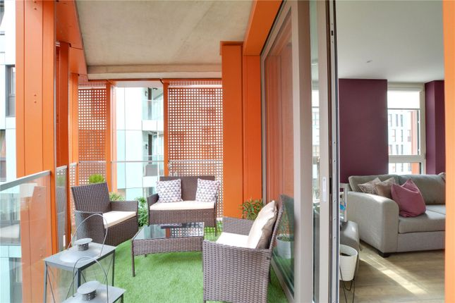 Picture No. 13 of Lariat Apartments, 36 Cable Walk, Greenwich, London SE10