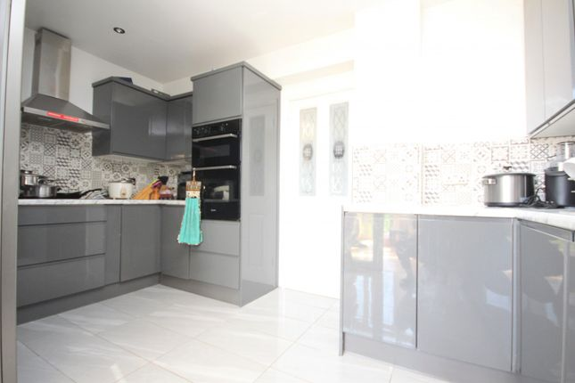 Thumbnail Property to rent in Sedgemoor Drive, Dagenham