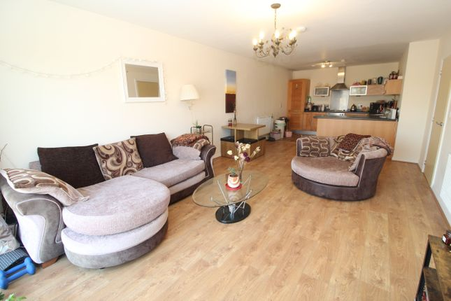 2 bed flat to rent in Lock Keepers Court, North Road, Cardiff CF10