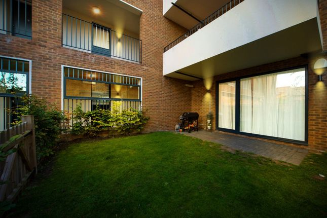 Thumbnail Flat for sale in Canning Crescent, London