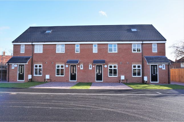 Thumbnail Town house for sale in Ganners Rise, Leeds
